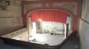 La scène vue du balcon.