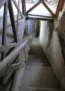 L'escalier arrière de la scène.