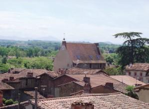 Le toit de la Tourasse, qui domine Rieux-Volvestre.